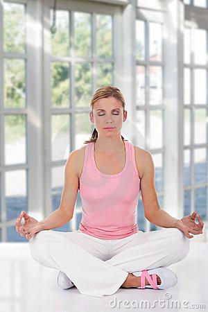 Lo que debes saber antes de hacer yoga