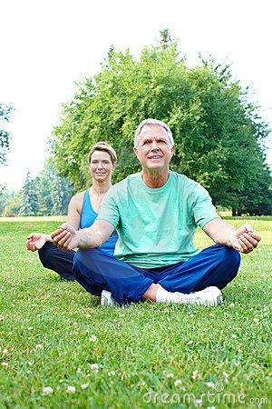 Los beneficios del yoga para la tercera edad